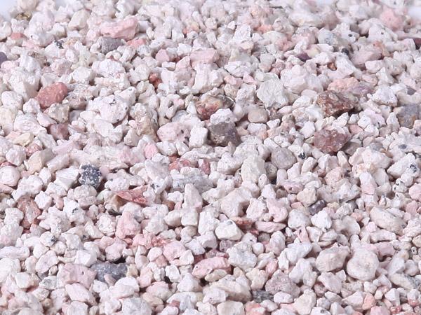 Bentonite clay desiccant